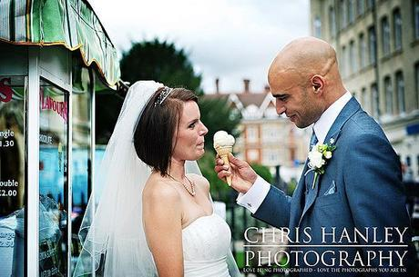 A vintage style ice cream van in Cambridge and a shared cone for this gorgeous couple.