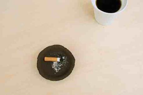 Ashtray out of Coffee Grounds, designed by Ryohei Yoshiyuki