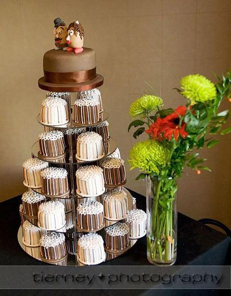 Gorgeous little individual wedding cakes