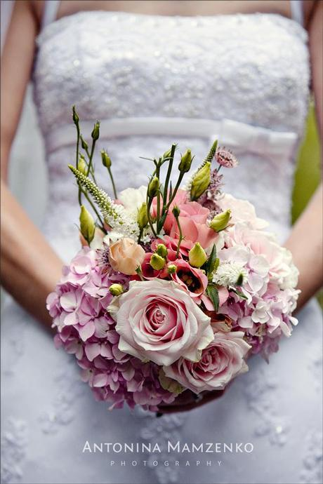 Gemma's bouquet was made by her sister. It's beautiful.