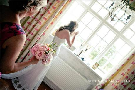 The final touches for a lovely bride