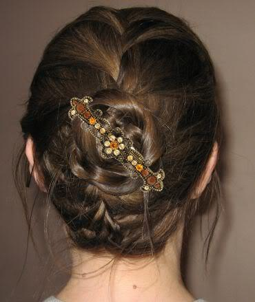 how to wear a hair barrette