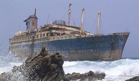 10 Amazing 'Above-Water' Shipwrecks