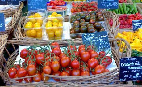 Many different types of tomatoes at the Viktualien Market, Munich / jul.2009