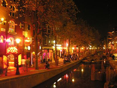 AMSTERDAM: OF EXPAT LOVE AND RED LIGHTS