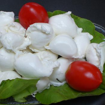 EXPAT FOODIE: OF FAKE MOZZARELLA AND TRUE LOVE