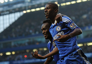 Ramires and David Luiz Score to Defeat Manchester City