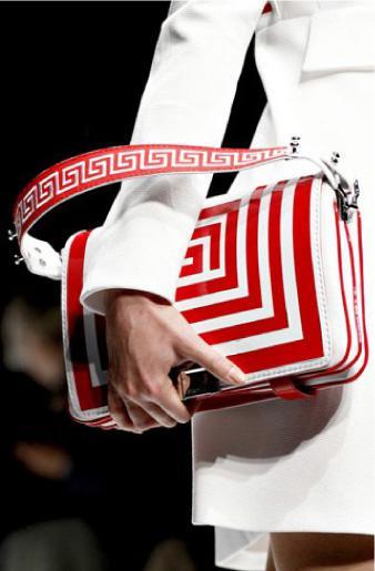 Milan-Fashion-Week-Handbags-Spring-Summer-2011-11