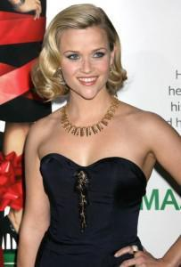 reese wearing a sweetheart neckline dress