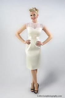 Tea Length Retro Wedding Dress ... Oozes Feminity!