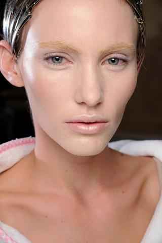 AMcqueen Paris Fashion Week A/W 2011 Beauty Roundup