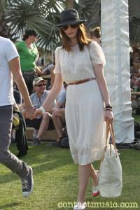 anne hathaway 2812283 200x300Music Festival Fashion
