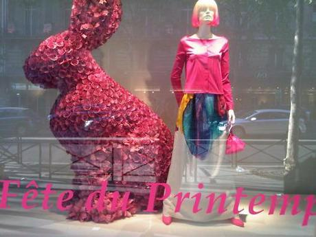 Printemps Easter bunny. Spring fashion is off to a colorful start with beautiful prints and a mix of bold & delicate florals. The streets of Paris are speckled with colour once again. xoxo LLM