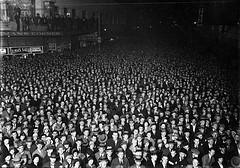 Election night crowd, Wellington, 1931