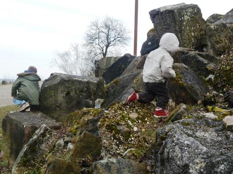 attractions in stuttgart_children playing in rubble at the Birkenkopf