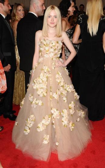 Dakota Fanning at 2011 Met Ball