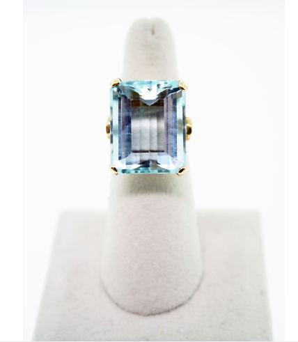 14K Yellow Gold and Aquamarine Ring