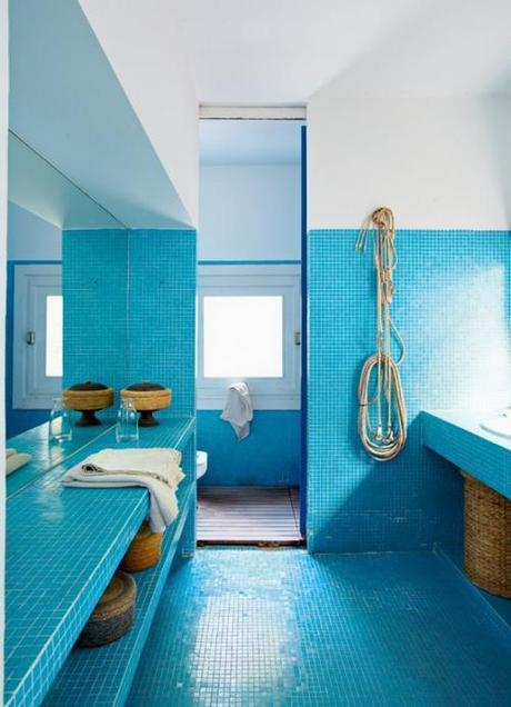 bathroom-tile-turquoise-mosaic