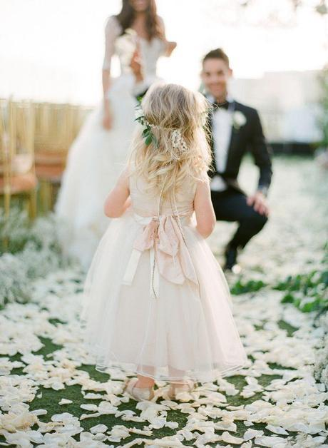NEED this flower girl picture