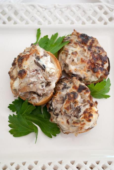 http://motherrimmy.com/wp-content/uploads/2014/09/Mushroom-Toast-Appetizers-3-2.jpg