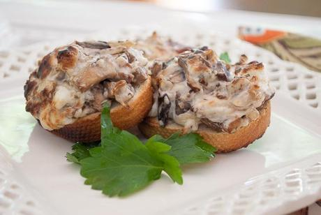 Cheesy Mushrooms and Bacon on Toasts