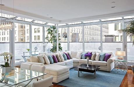 Rug-and-throw-pillows-add-color-instantly-in-the-New-York-Penthouse