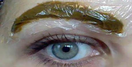 How to Dye Your Eyebrows Naturally With Henna