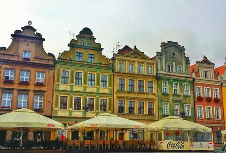 There are many restaurants in the square where you can take your time and soak up the atmosphere.