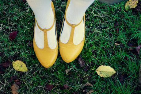 Vintage plaid and mustard Modcloth wedges | www.eccentricowl.com