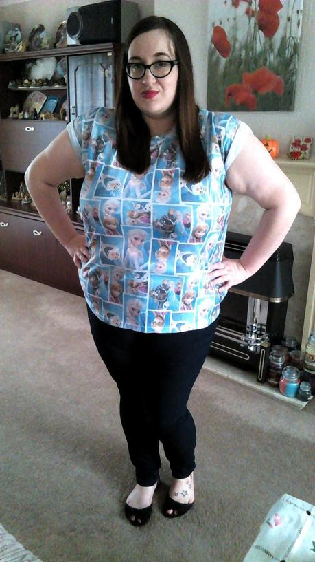 Fat Plus size girl (size 20 BBW) wearing a primark Frozen t shirt and New Look Inspire jeggings