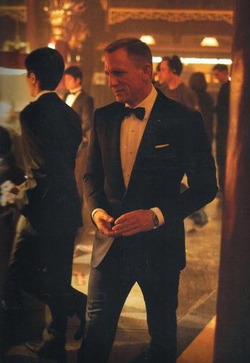 Skyfall – Bond's Dark Blue Tuxedo in Macau - Paperblog