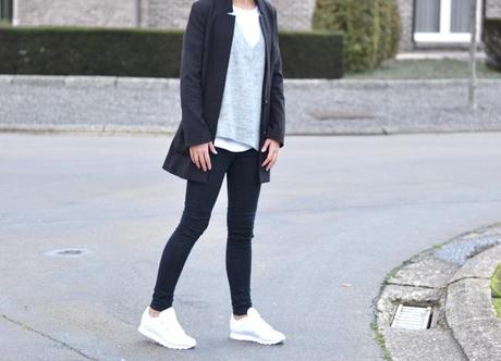 Diagonal and asymmetric by fashion blogger turn it inside out belgium belgie mode zara diagonale trui jumper wool layers winter fall winter aw15 2014 outfit inspiration streetstyle black white gray minimalsim minimal reebok classic white sneakers