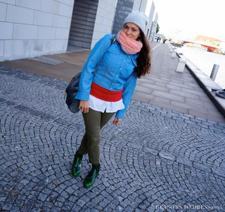 FAll fashion, fall fashion for moms, what to pack for europe, what to wear in the autum, big colorful scarf, peplum top, vintage bag, chambray jacket, chelsea rain boots, mom style,#momstyle, stylish mom, dressing for the autumn, autym 2015, fall2015, #fall2015, fw2015, Fall 2015