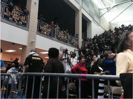 crowd walks out on Obama speech