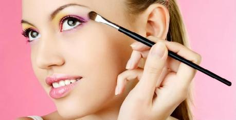 Makeup Tricks to Slim Down Your Face