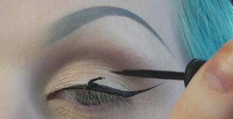 Common Mistakes to Avoid While Wearing Eyeliner