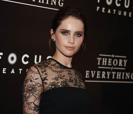 Felicity Jones premiere Theory of Everything