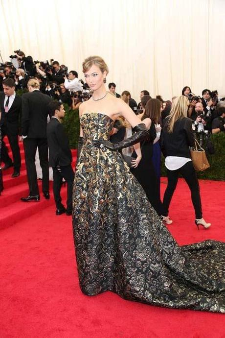 Karlie Kloss in Oscar de la Renta at The Metropolitan Museum of Art Costume Institute Benef