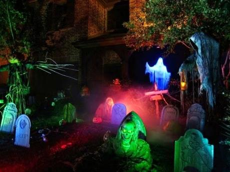 Tips on How to Entertain Guests on Halloween
