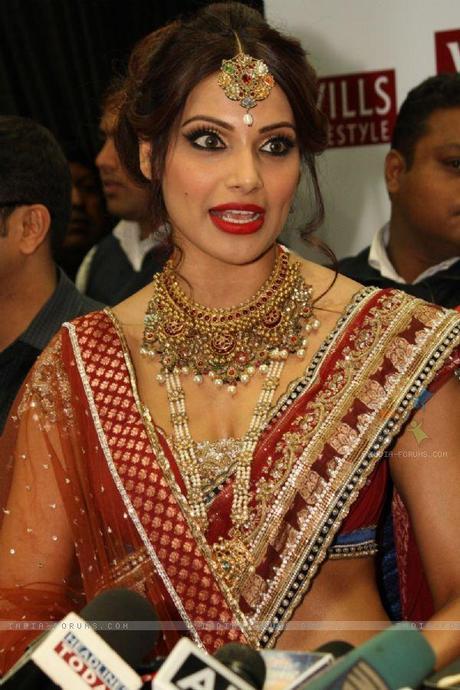 184064-bollywood-actress-bipasha-basu-at-the-wills-lifestyle-india-fas.jpg