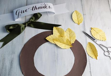 A paper leaf fall wreath tutorial using postit notes