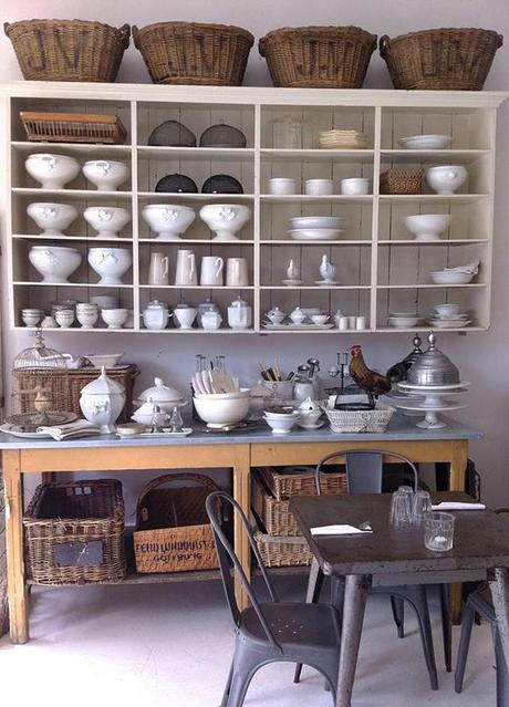 Rustic kitchen shelving inspiration | Image via Loppisliv