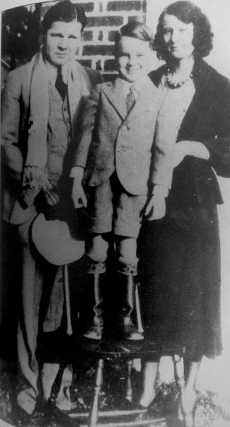 In 1931, law enforcement officers in Missouri, Oklahoma, and Ohio were tearing the country apart looking for Floyd, unaware that he, his son, and his wife were living quietly in Tulsa.
