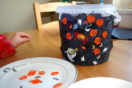 DIY Halloween treat bucket!