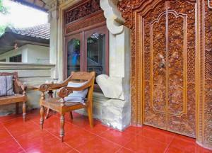Hardwood decoration, Top 10 Ubud Resorts, Spas. Bali Hotels