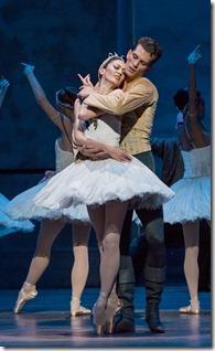 Review: Swan Lake (Joffrey Ballet Chicago)