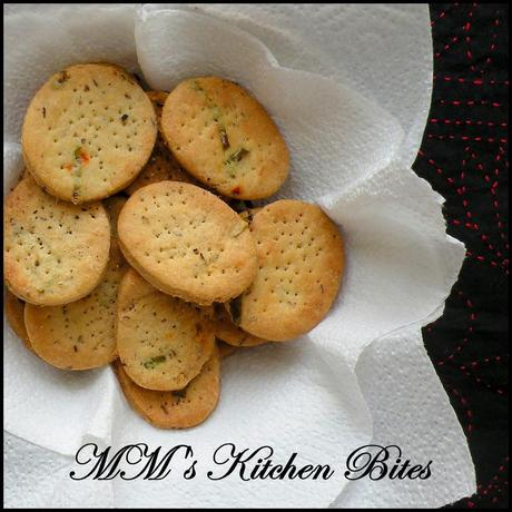 Baked Mathri...Three Pepper Sisters!!!
