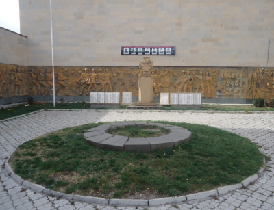 Memorial by the other museum in Gori.