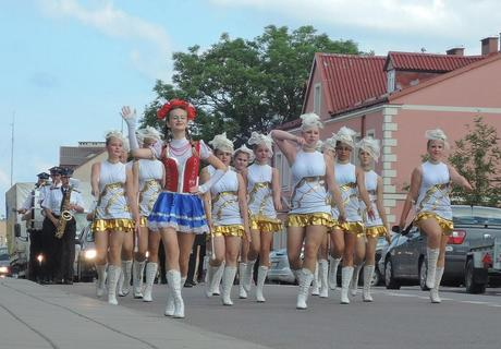 Desfile de majorettes. Sejny.