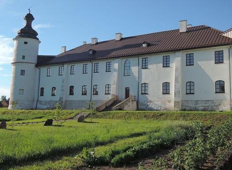 Peculiar monasterio fortificado de los Dominicos, único edificio que sobrevivió a la asolación sueca.